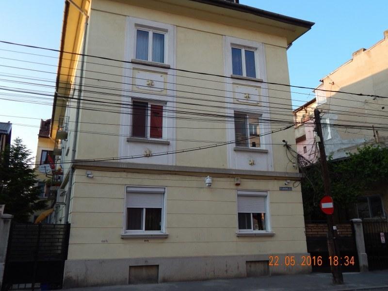 Apartament 3 Camere Hala Traian Str Labirint Nr Anuntul Ro